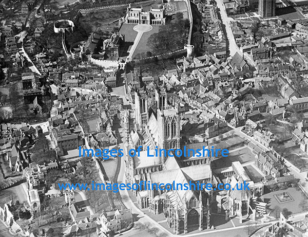 Lincoln_Cathedral_from_the_Air_during_WWII