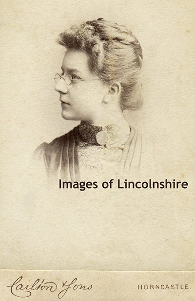 Lady_with_Spectacles_by_Carlton_of_Horncastle